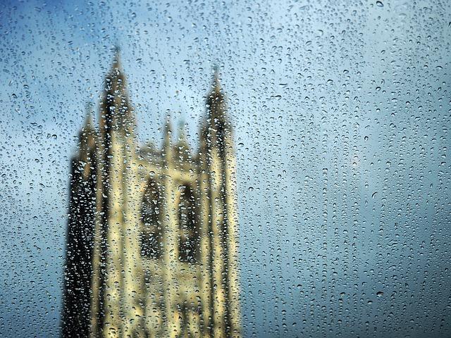 katedrála v dešti