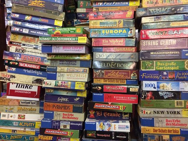 hodně her