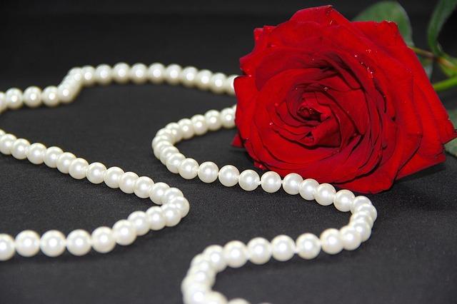 perly a růže