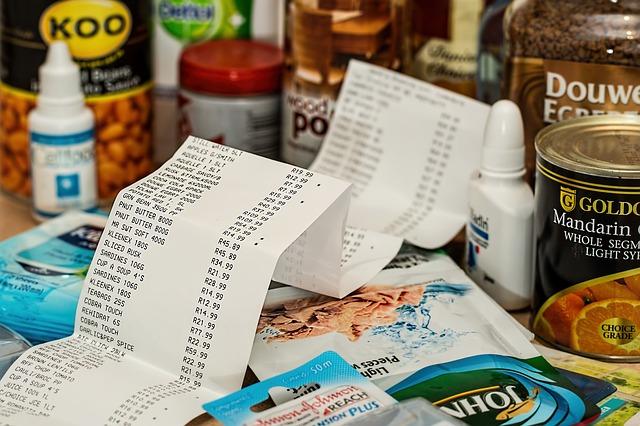 účtenka mezi nákupem a produkty