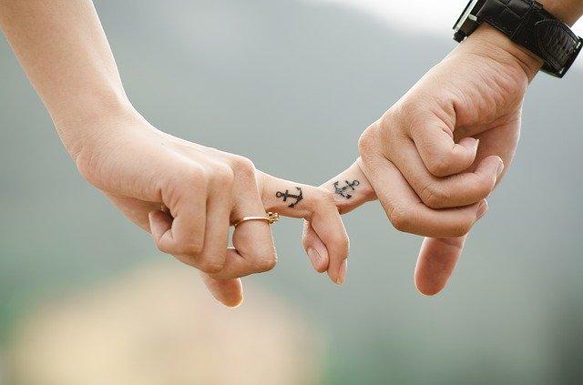 ruce zamilovaných