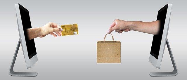 kreditka a nákupní taška