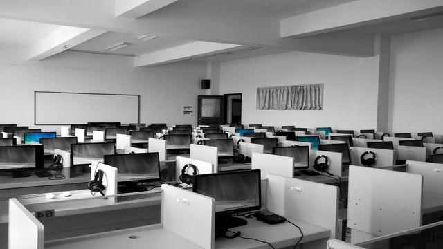 velká kancelář, počítače